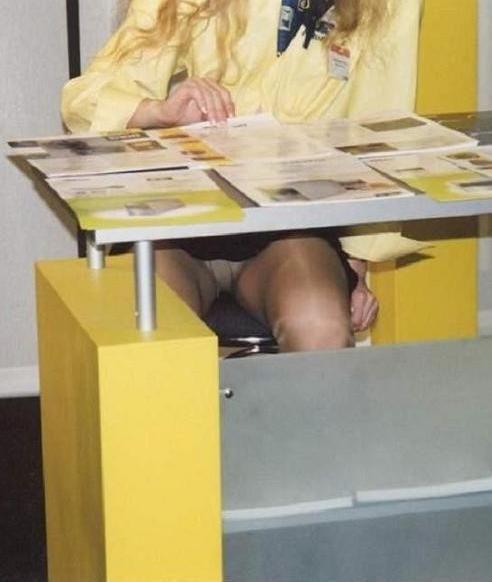 Под столом мамочки у