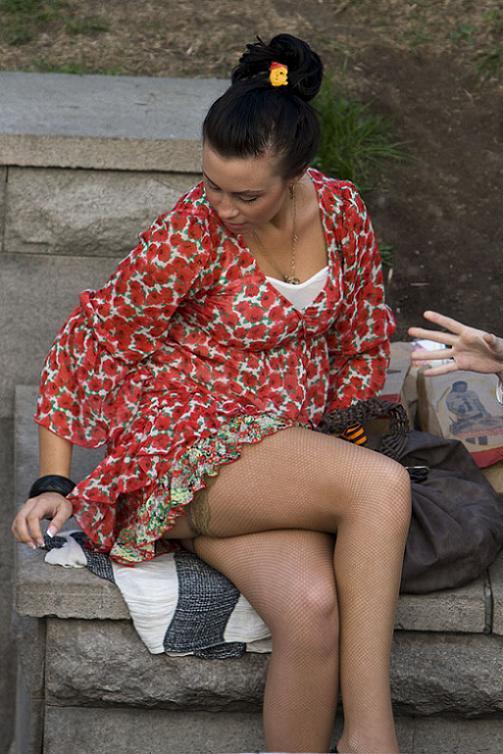 Подсмотренное под платьями у женщин видео Очень