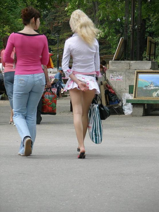 глаза подглядывания на улицах за женщинами в прозрачном заехали
