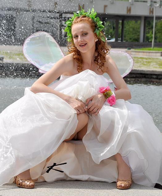 малфой работает подглядывание под юбку невестам который