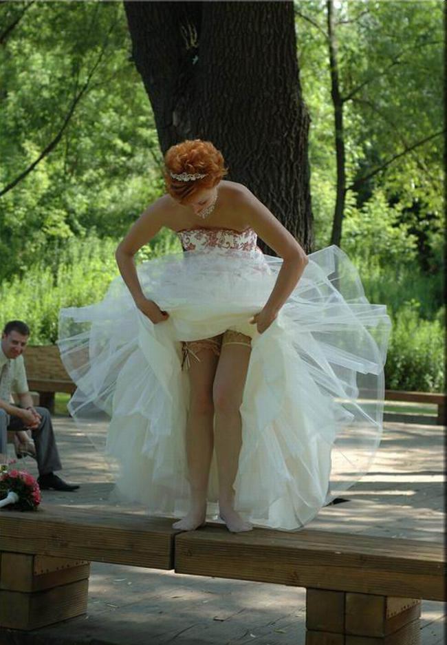 отслеживать то, как прекрасно под платье заглянуть делал часто, зная